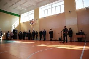 В Станице Луганской открыли отремонтированный спортзал