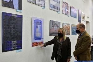 """Inaugurada la exposición """"Argentina vista por mujeres artistas"""" en Ukrinform"""