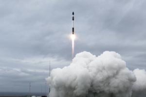 Rocket Lab із другої спроби запустила ракету з 10 супутниками