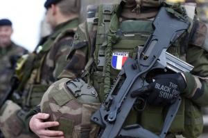 Франция более чем вдвое увеличивает количество военных в антитеррористической операции