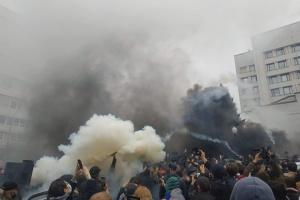 Конституційний Суд закидали димовими шашками