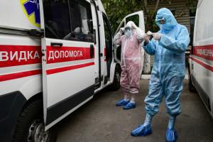 """Робота у """"брудній"""" зоні: як бердянські медики лікують хворих у ковідному госпіталі"""