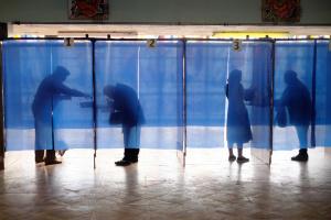 """""""Ковідні"""" вибори, антикорупційні пристрасті й прощання з бабусею Лю"""