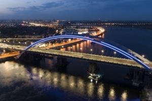 Кличко показал, как плавучий понтон помогает строить Подольско-Воскресенский мост