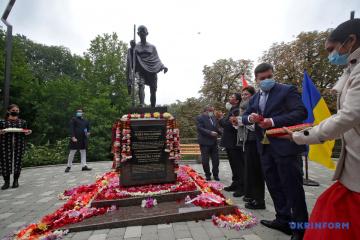 Monumento a Mahatma Gandhi inaugurado en Kyiv