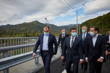 Zelensky inspects newly-built bridges in Chernivtsi region