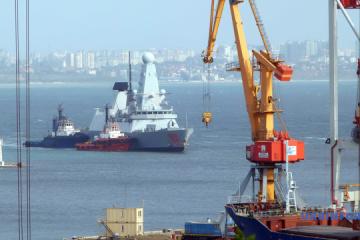 オデーサ港に英国駆逐艦ドラゴンが入港