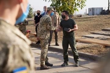 Zelensky se reúne con los militares en la zona de la OFC