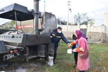 Einsatzkräfte beseitigen Unwetterschäden in Kropywnyzkyj