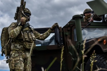 Ukrainian troops hold drills to destroy enemy drones on border with Crimea