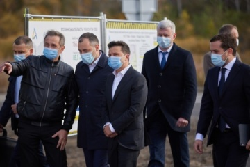 Zelensky inspects repair of 'Warsaw highway'