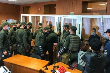 Семь обвиняемых вскрыли себе вены прямо в зале суда Одессы