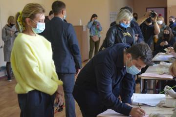 Prezydent Zełenski i jego żona - zagłosowali