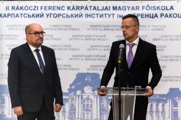 Глава МЗС Угорщини у день виборів в Україні закликав підтримати одну з партій