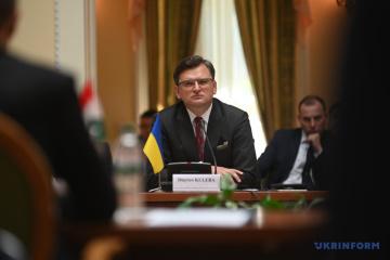Kuleba: El mundo reacciona hoy de manera diferente a las acciones de Rusia que en 2014