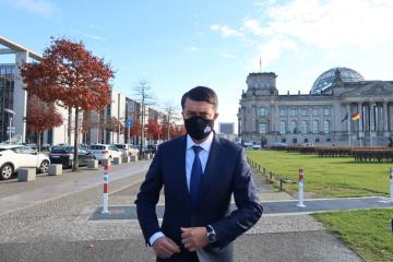 国会議長と副首相、新型コロナ感染 国防相は陰性