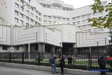 La Cour constitutionnelle adopte une déclaration en réponse au décret de Zelensky révoquant le président de la Cour
