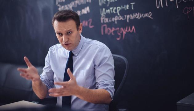 Навальному вже 14 годин не дають побачитися з адвокатом