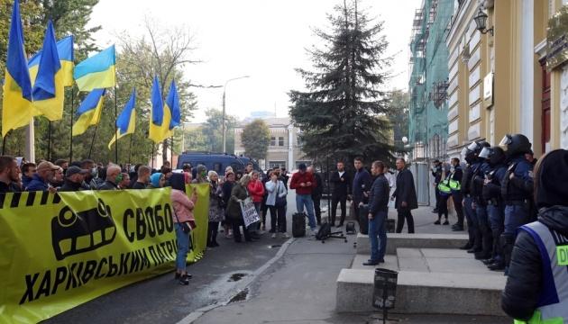 Нападение на «автобус Кивы»: в Харькове требовали освободить подозреваемых из СИЗО