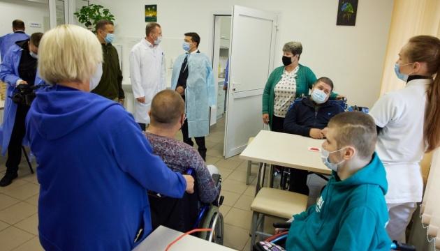 Треба будувати реабілітаційні центри для учасників бойових дій - Зеленський