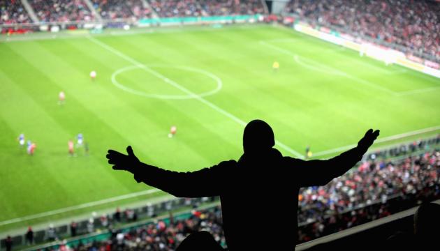 УЕФА позволила частично вернуть болельщиков на стадионы