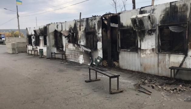 КПВВ «Станица Луганская» не работает, устраняют последствия пожара