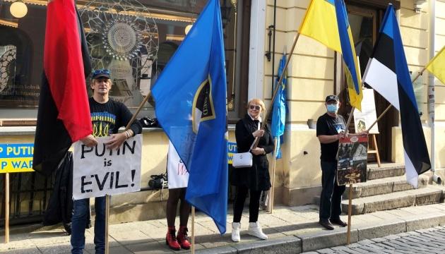 В Естонії активісти та діаспора відзначили 6-річчя пікетування посольства РФ у Таллінні