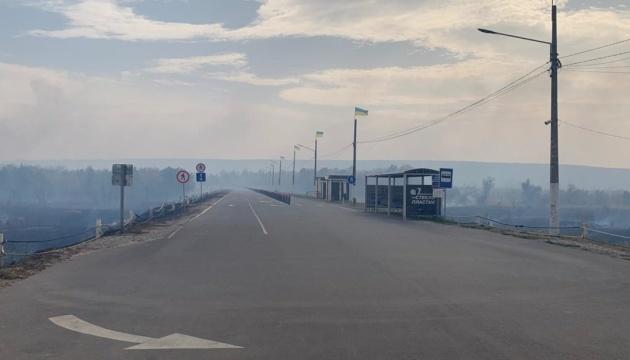 На відкриття КПВВ у Станиці чекають 80 осіб, які не змогли пройти через пожежу
