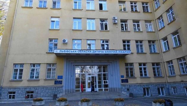 Стан трирічної дівчинки, яку лікують від COVID-19 у Львові, покращився