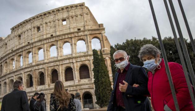 У Римі запровадили обов'язковий масковий режим