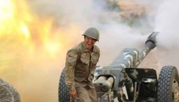 Азербайджан і Вірменія продовжують воєнні дії в Нагірному Карабасі