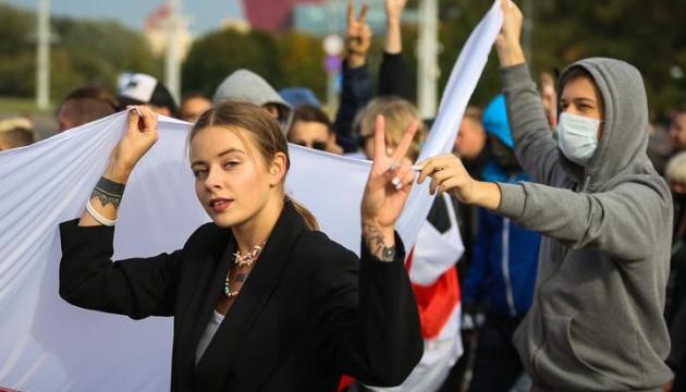 У білоруських регіонах силовики затримують журналістів