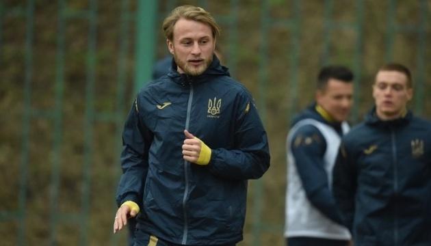 Безус приєднається до футболістів збірної України у Парижі