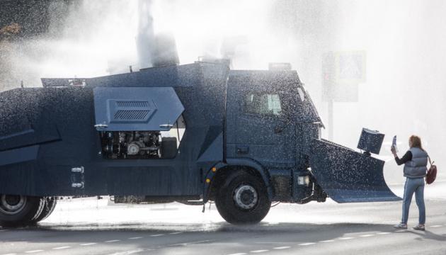 Восьмий марш у Білорусі: пошкоджений водомет і міцний протест