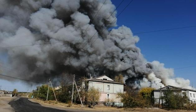 Пожежа на Луганщині: вдалося врятувати електропідстанцію та газопровід