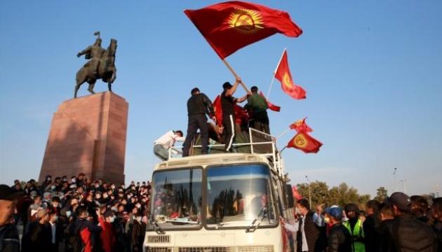 У Киргизстані протестувальники захопили мерію Бішкека