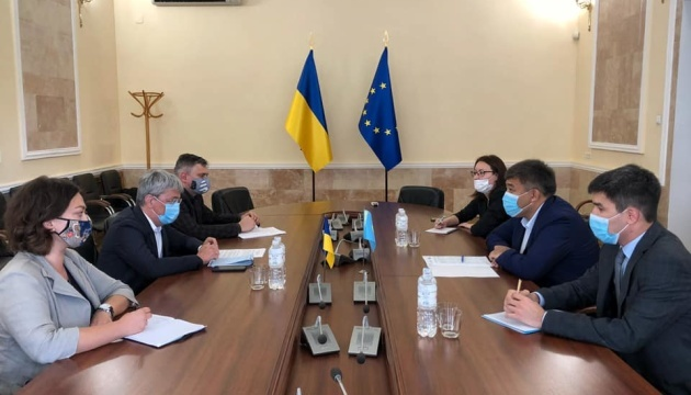 Tkachenko, Kazakh ambassador discuss cooperation in culture and tourism