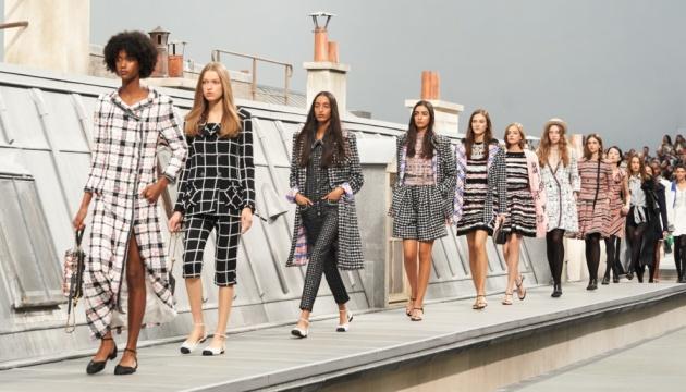 Шоу Chanel весна-літо 2021
