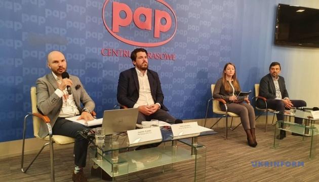 Близько 40% українців у Польщі змінили роботу через COVID-19