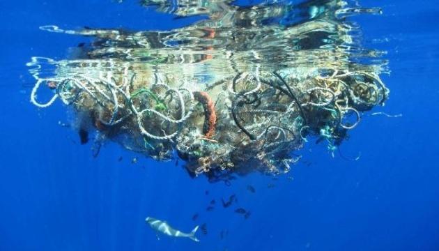 На дні Світового океану лежать 14 мільйонів тонн мікропластику