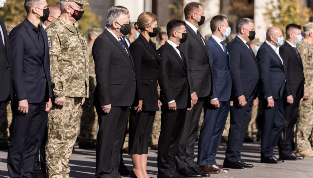 Ukraine leaders pay tribute to An-26 crash victims in Kharkiv