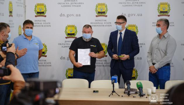 Заступник глави МКІП передав телеканалу Донеччини документальні фільми про історію України