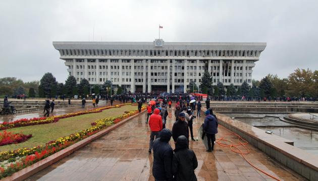 В столице Кыргызстана повторно ввели чрезвычайное положение