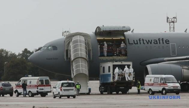 13名のウクライナ軍人、治療のためにドイツへ移送