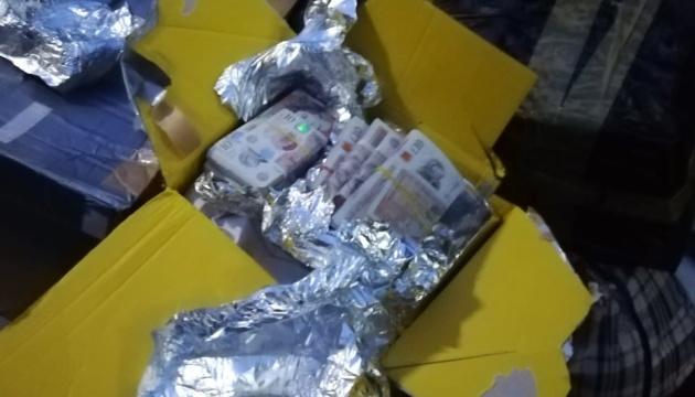 На границе с Польшей в картонных коробках обнаружили 127 тысяч фунтов стерлингов
