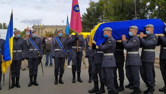 У Миколаєві попрощалися із двома загиблими у катастрофі Ан-26 курсантами