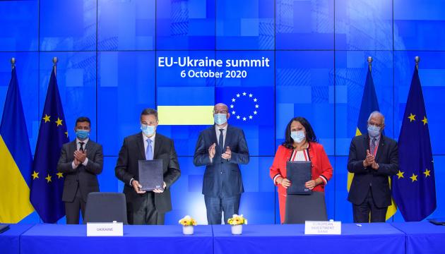 ウクライナとEU、6つの合意文書に署名