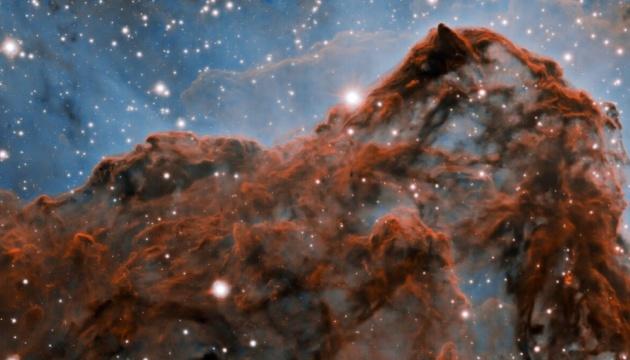Космічна геометрія: астрономи показали вражаючі знімки туманності Кіля