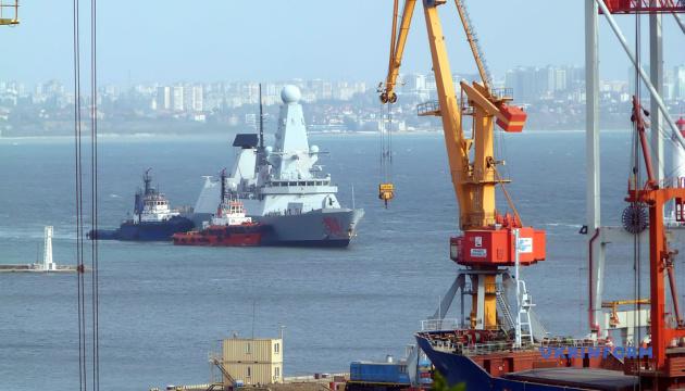 До Одеського порту увійшов британський есмінець Dragon