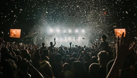 Максимум 750 осіб: у Нідерландах з наступного тижня дозволили одноденні фестивалі
